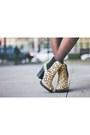 Beige-leopard-print-shoe-cult-boots-navy-military-isabel-marant-pour-h-m-hat