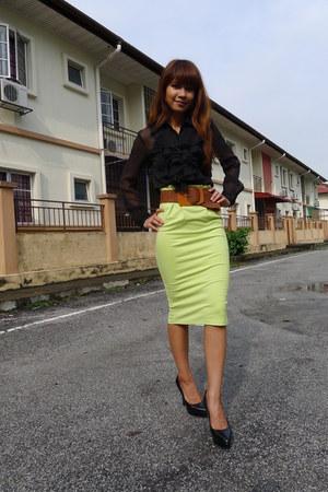 black random brand blouse - tawny random brand belt - chartreuse fblock skirt