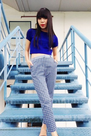 navy knit Love Bonito blouse - navy prints Topshop pants
