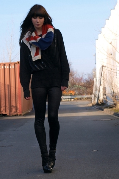 black Topshop shoes - black H&M leggings - black second hand shirt