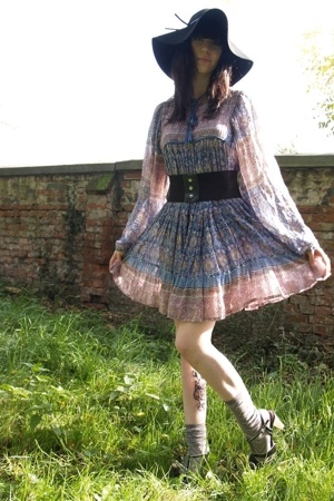 vintage dress - H&M accessories - second hand belt - H&M socks - Street shoes