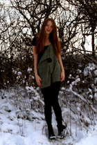 army green vintage jumper - black Blonde Accessories necklace - black sbar wedge