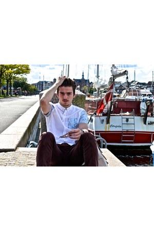 white Converse shoes - brick red Lee Cooper jeans - white Bershka shirt