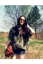brick red hm bag - navy denim shorts - forest green secon hand blouse