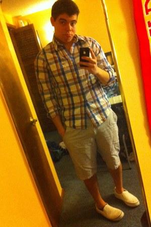 Vans shoes - hollister shirt - Griffth shorts