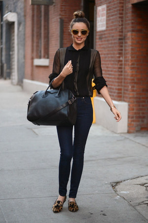 black leggings - black bag - black sunglasses - bronze clogs - yellow bracelet