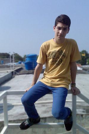 Bershka pants - ES sneakers - Queen t-shirt