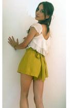 white Pnk Casual shirt - mustard Lulus shorts