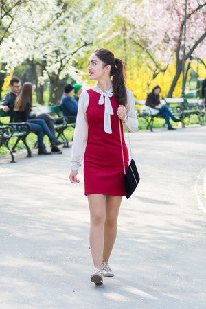 black oversized New Yorker blazer - red poema dress - black clutch c&a bag