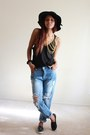 Light-blue-boyfriend-jeans-spicy-avenue-jeans-black-wide-brim-calico-hat