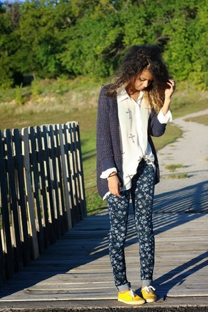 navy Take out cardigan - navy Tiesel Town pants - white glamourous blouse