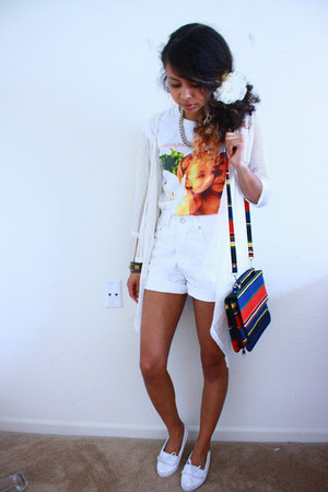 white Hot Topic shirt - blue bag - white shorts - white moccasins flats