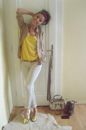 light yellow chiffon random top - beige skinny Berhska jeans