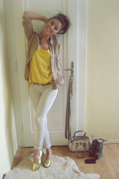 light yellow chiffon random top - beige skinny Berhska jeans