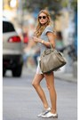 Silver-shoes-navy-shirt-light-brown-bag