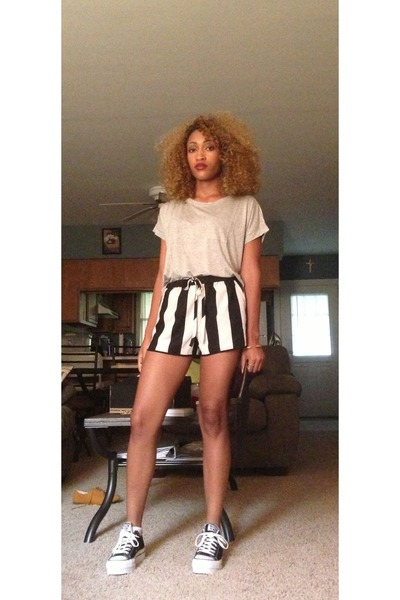 black Forever 21 shorts - heather gray Forever 21 top