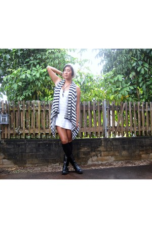 blue striped Gap vest - black Target boots