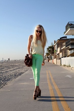 aquamarine jeans - dark gray bag - off white top - dark brown heels