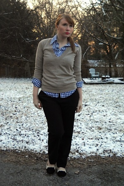 camel hand me down JCrew sweater - navy houndstooth vintage shirt - black boy fi