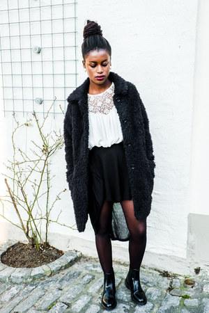 Dr Martens boots - Mango coat - Zara blouse - Bershka skirt