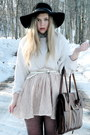 Black-floppy-vintage-hat-white-knitted-vintage-sweater-neutral-lace-monki-sk