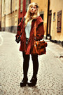 Brick-red-suede-second-hand-coat-black-skinny-monki-jeans