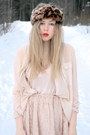 Brown-headband-monki-hat-neutral-transparent-monki-shirt-neutral-lace-monki-