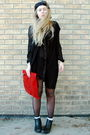 Black-monki-shirt-black-vintage-vest-red-vintage-bag-black-moms-boots