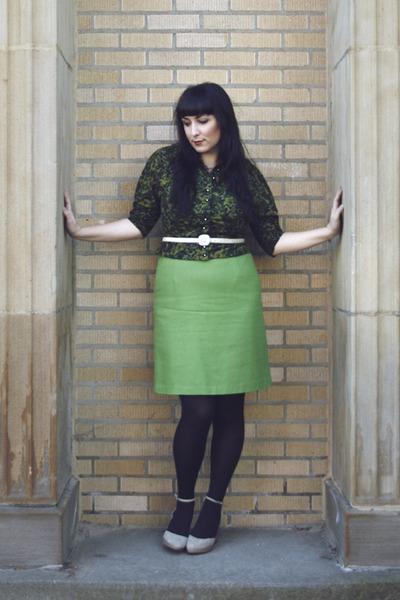 vintage sweater - vintage skirt - UO shoes - HUE tights