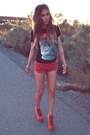 Ruby-red-thrifted-shorts-black-jnava-t-shirt-red-jeffrey-campbell-heels
