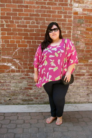 hot pink Sag Harbor shirt - black pure energy leggings - black unknown bag