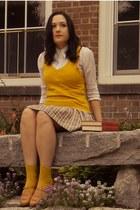 mustard Target socks - mustard Forever 21 vest