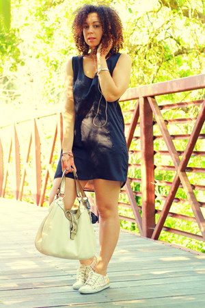 cream coach shoes - black Lani dress - cream coach bag