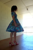 blue silk vintage dress - hot pink silk escada heels