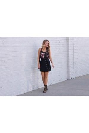 black rayon Chicwish skirt - light brown velvet public desirer boots