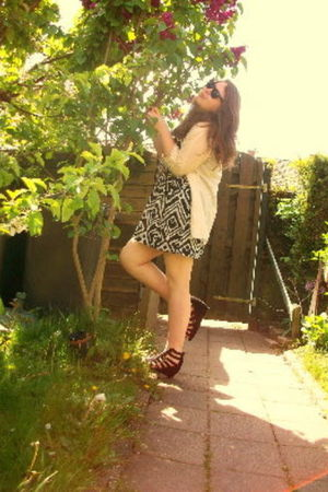 H&amp;M dress - Vila shirt - H&amp;M shoes - Ray Ban sunglasses