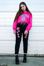 hot pink vintage we are cow sweater - black mom Pretty Little Thing jeans