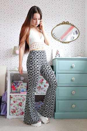 black flared Clothesminded pants - white crochet Primark top