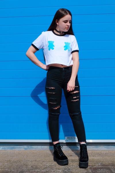 white cropped Tallulahs Threads t-shirt - black ripped Matalan jeans