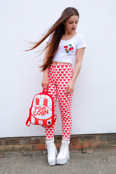 red backpack urban junk bag - red heart Topshop jeans - white crop Primark top
