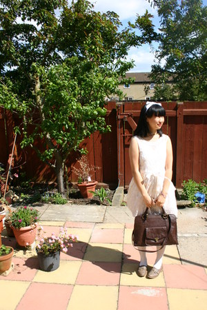 white dress - brown Nica bag