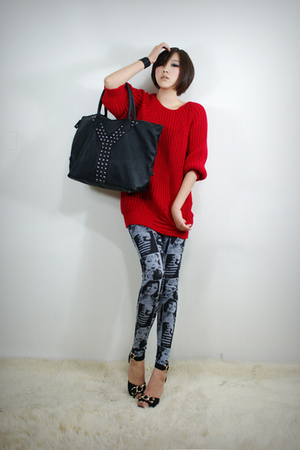 red 2BB3 top - gray 2BB3 leggings - black 2BB3 shoes - black 2BB3 purse