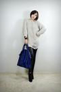 Beige-2bb3-top-black-2bb3-leggings-black-2bb3-shoes-blue-2bb3-purse