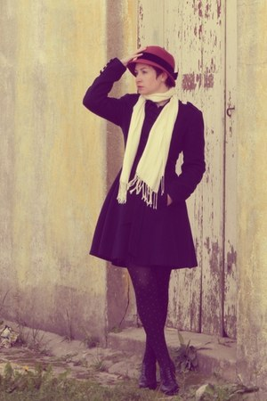coat - cloche hat - petit-pois tights - scarf - heels