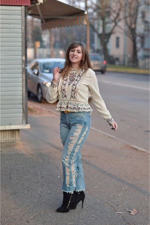 cream embroidered GAMISS blouse - ripped pull&bear jeans