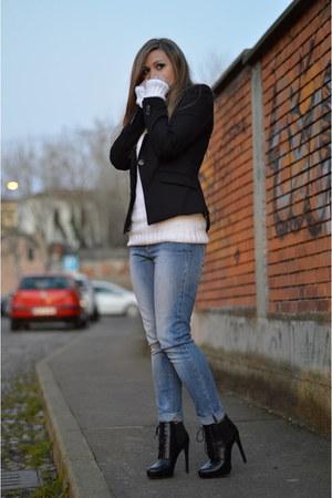 white Lacoste sweater - black H&M blazer
