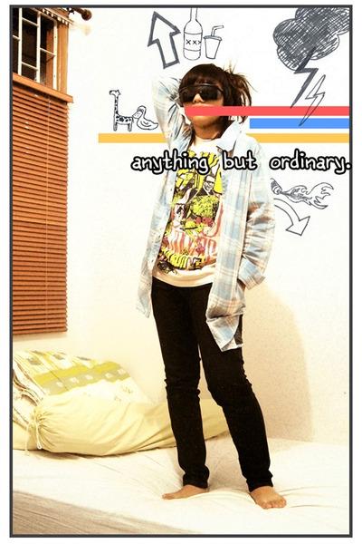 Mejiku t-shirt - Gaudi shirt - Orange jeans - krisbow sunglasses