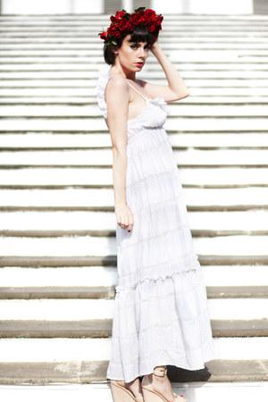 white wwwletthemstarecom dress - beige wedges