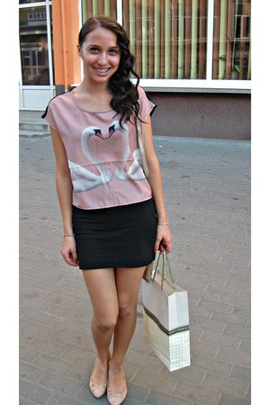 light pink lovely swans top - black skirt - light pink comfortable loafers