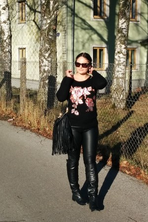 black Monsoon sweater - black faux leather tezenis pants